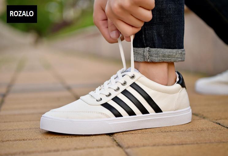 Giày vải nam đế bằng thoáng khí Rozalo RM49628B-Đen5.png
