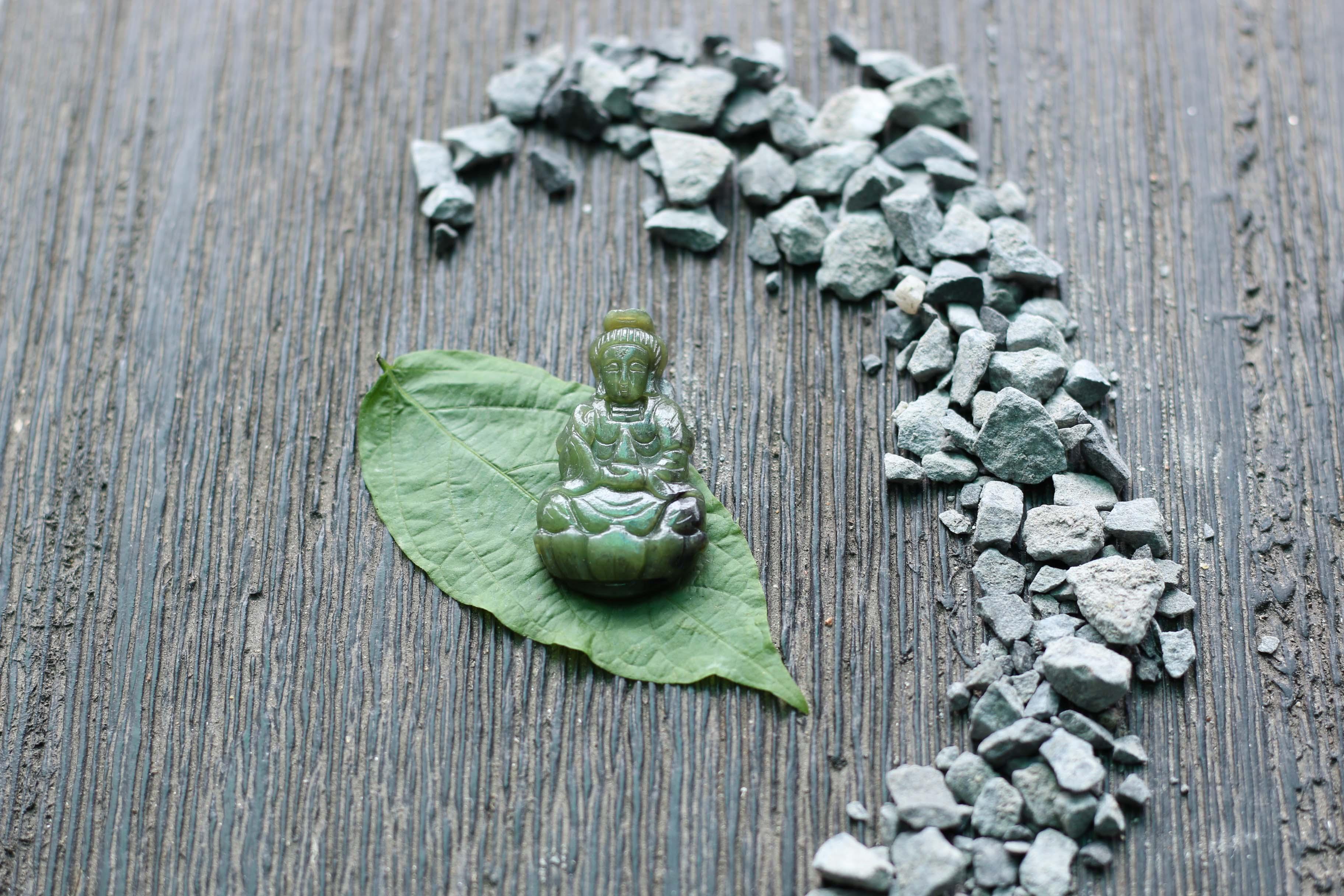 Phật bà quan âm ngọc bích 3.8x2.2cm (1).JPG