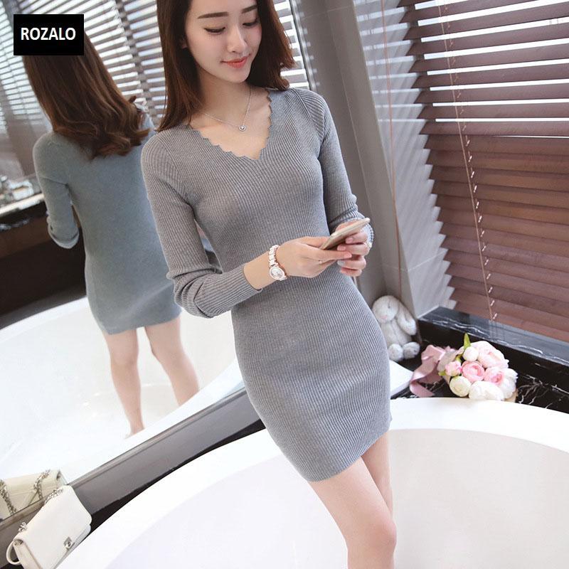 Đầm len dài tay thu đông cổ V Rozalo RW2651G-Xám3.jpg