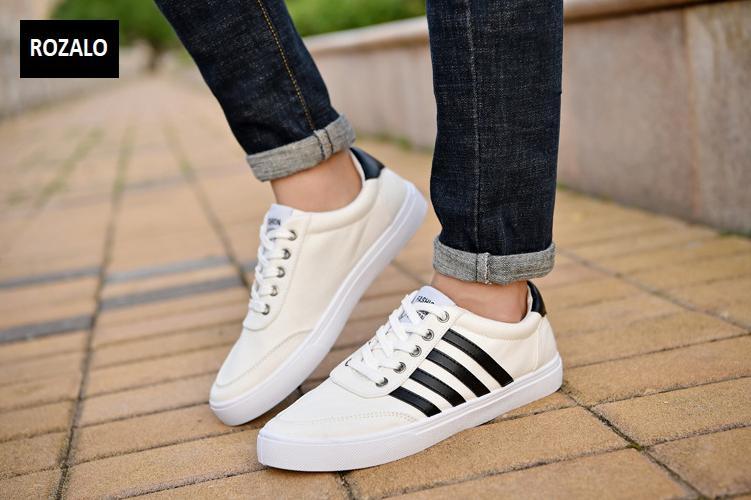 Giày vải nam đế bằng thoáng khí Rozalo RM49628W-Trắng3.png