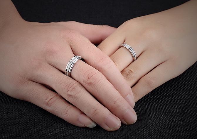 Nhẫn cặp đôi trơn phun cát màu trắng đơn giản NC5644 (1).jpg