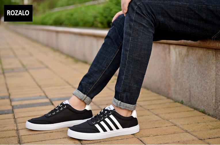 Giày vải nam đế bằng thoáng khí Rozalo RM49628B-Đen1.png