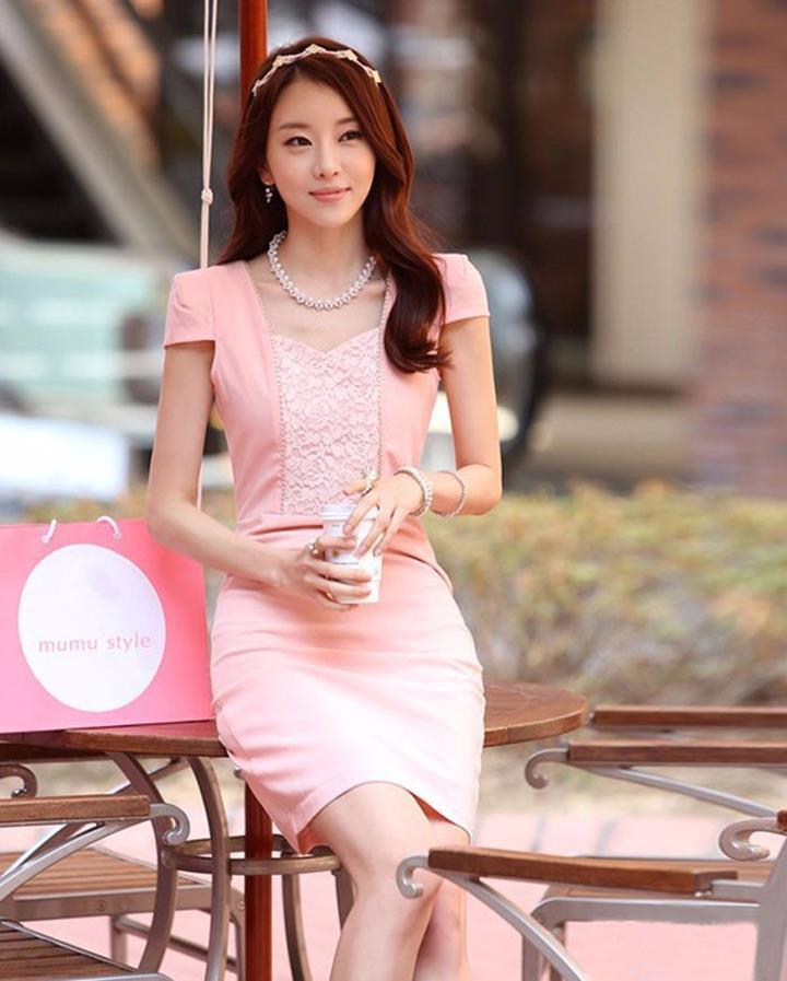 Đầm body hồng phối ren ngực duyên dáng D364