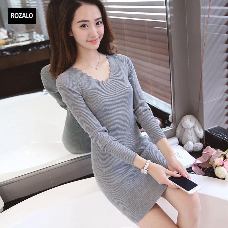 Đầm len dài tay thu đông cổ V Rozalo RW2651G-Xám2.jpg