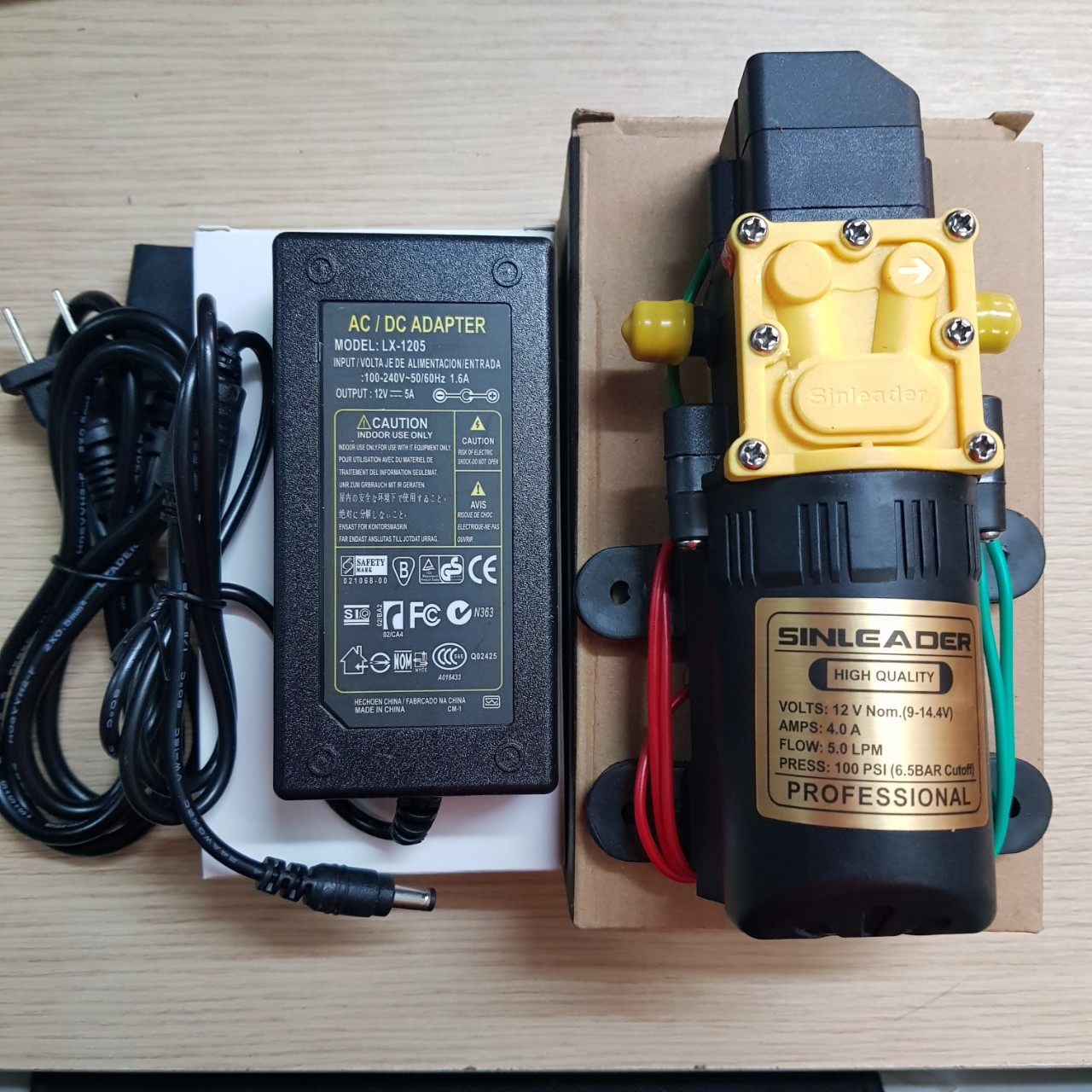 Máy bơm mini 12v kèm adapter 12v