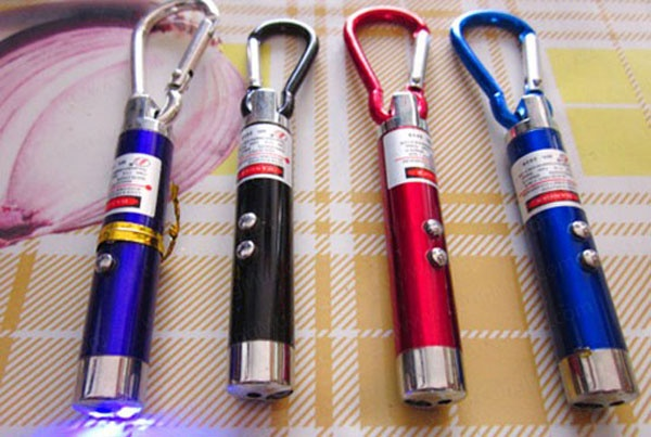 bán buôn móc khóa đèn pin soi tiền giả