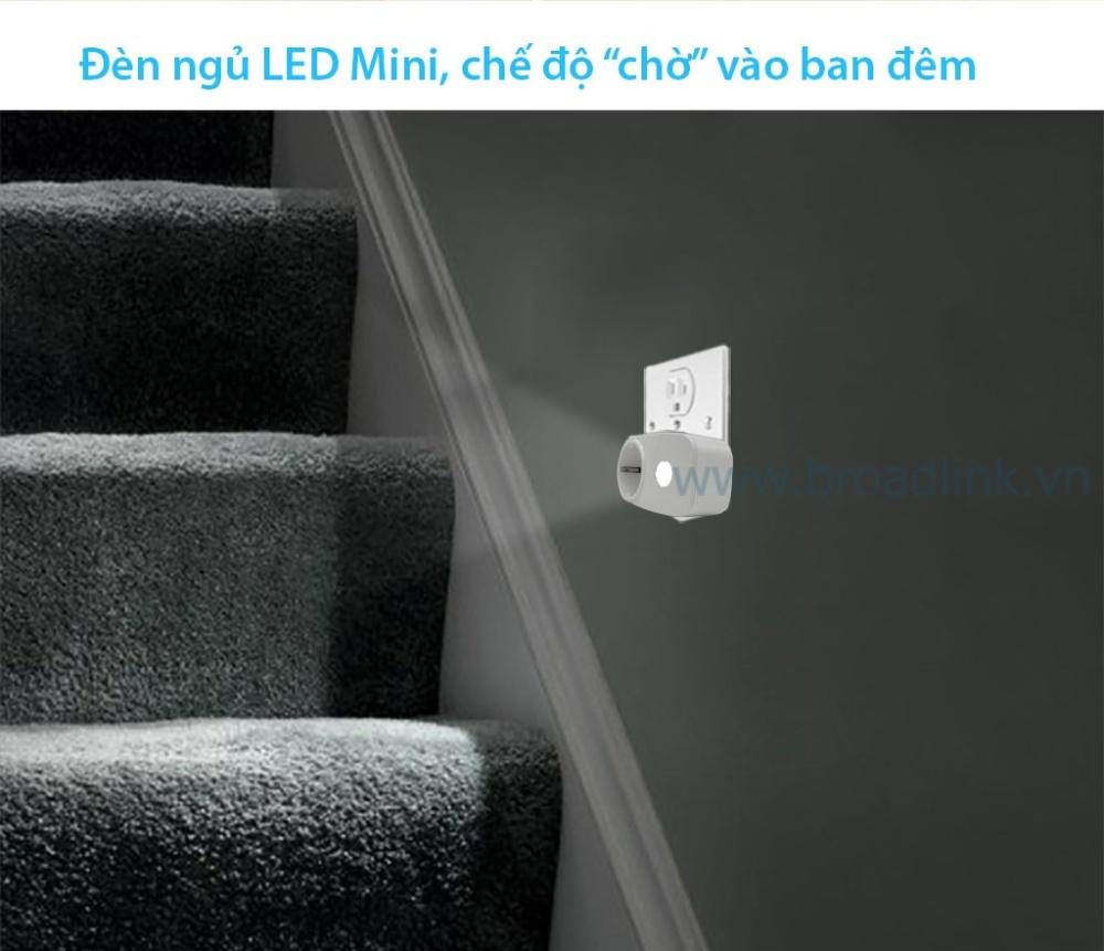 Ổ cắm thông minh wifi Broadlink SP3 hỗ trợ đèn ngủ led đêm tiện dụng
