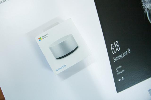 Phụ kiện Surface Dial có giá gần 100 USD.