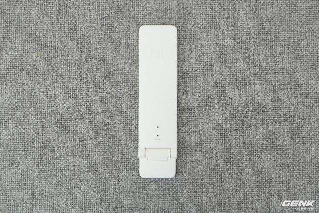 Đây là Mi Repeater thế hệ thứ hai. Ở mặt trước của nó bao gồm đèn LED báo tín hiệu và lỗ chọc reset