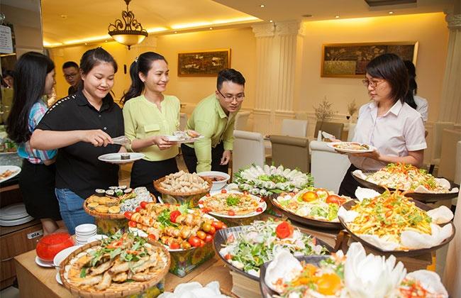 Buffet trưa hơn 50 món tại Blue Diamond Hotel