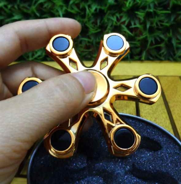 Con quay fidget Spinner 6 cánh - màu vàng