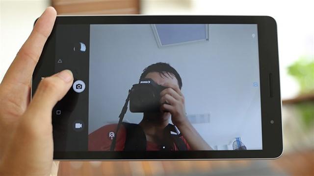 Camera trước giúp bạn có thể trò chuyện video với bạn bè